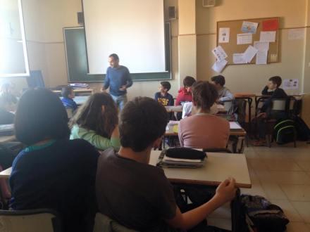 En el Colegio Diocesano, hablando a los alumnos sobre creación literaria, motivación y vocación