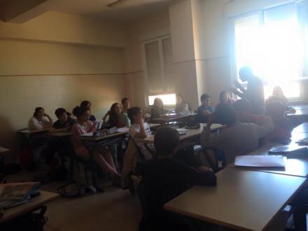 Un momento de la visita al Colegio Diocesano, entre los alumnos de 1º de ESO encontré algunas vocaciones por la escritura / Fuente: Flor González