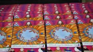 """Varios ejemplares de """"El Mundo según los Abulenses en la Feria del Libro"""", Foto: Pablo Garcinuño"""