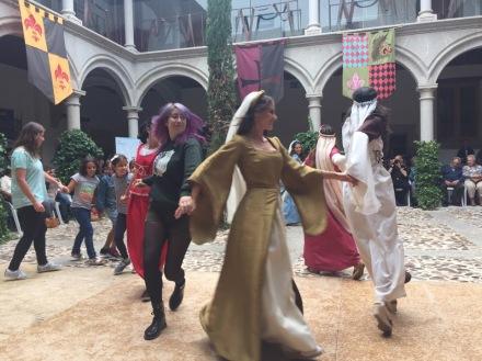 El querido público se une a las danzas