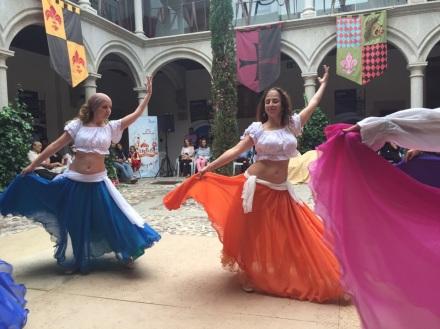 Bailarinas de la escuela de Ziryab en Danzando en el Medievo III